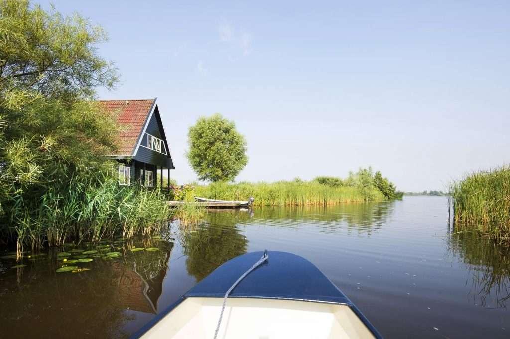 Sloep huren Friesland. Natuurfoto vanaf een sloep.