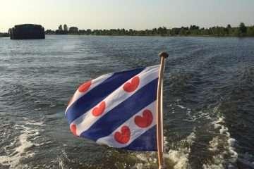 Maril sloep met Friese Vlag